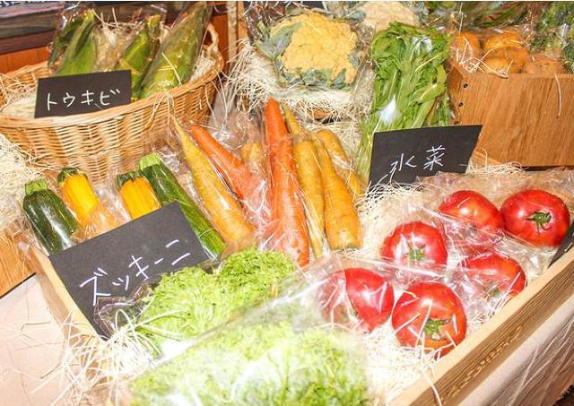 シェフお墨付きの新鮮野菜を販売、バイキングでも使用
