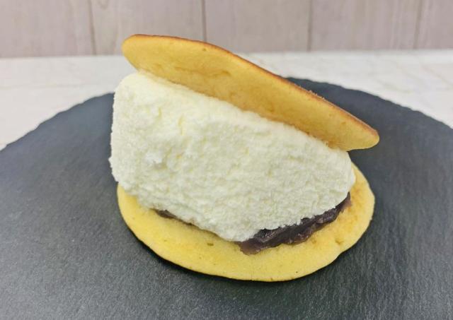 【何これ】セブンでマリトッツォ亜種みたいなスイーツ発見!食べてみた。