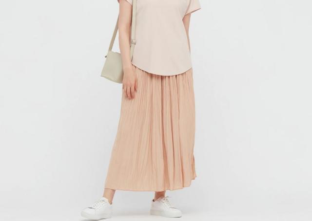 ユニクロで衝撃の2200円オフ!このスカートパンツ買いでは?