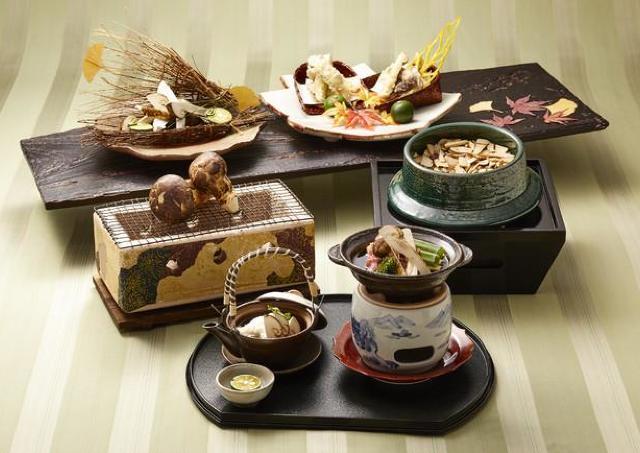 松茸を日本庭園を臨む和モダンな空間で堪能