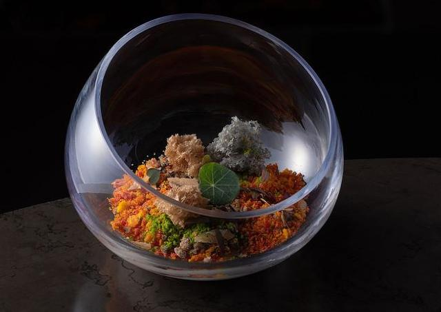 秋の食材をちりばめたコース料理のテーマは「収穫祭」