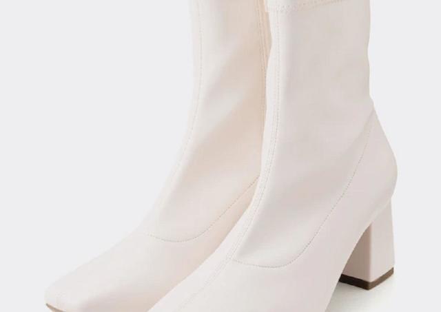 「最高に歩きやすい」「足が綺麗に見える」GUの人気ブーツが今年も登場!