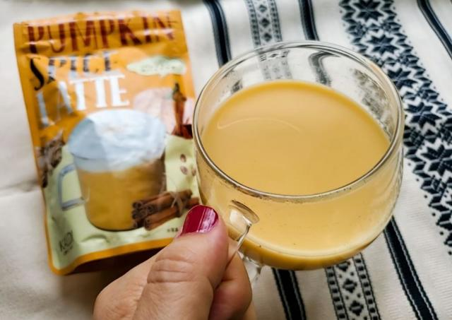 【カルディ】「美味しい」「チャイ好きにおすすめ」人気のパンプキンスパイスラテ、飲んでみた。