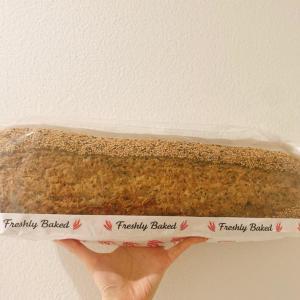 【コストコ】500円台でこの大きさ!?デカすぎる「ゴマたっぷりパン」に驚愕...!