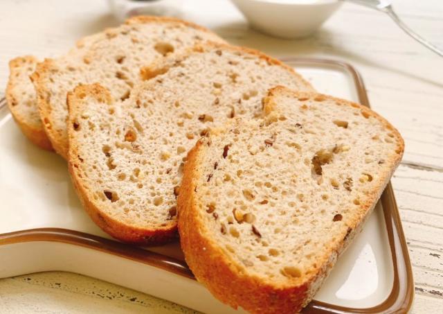 業務スーパーの冷凍「フランスパン」が大当たり!!雑穀の香ばしさが最高。