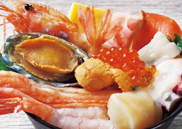 海鮮十種盛、牛サーロイン食べ比べなど、北海道の豪快グルメに舌鼓!
